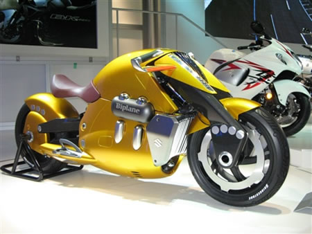 FUTURISTIC MOTORCYCLE FROM SUZUKI