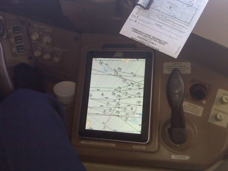 American Airlines  receives faa approval for ipads in flight 1 thumb 450x337