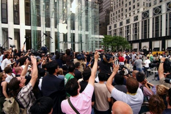 apple store lines 590x393