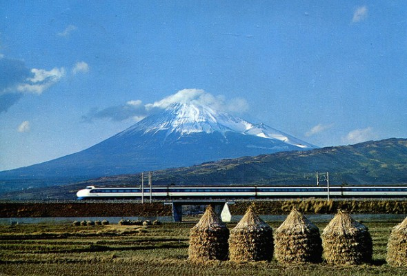 floating train japan 590x400
