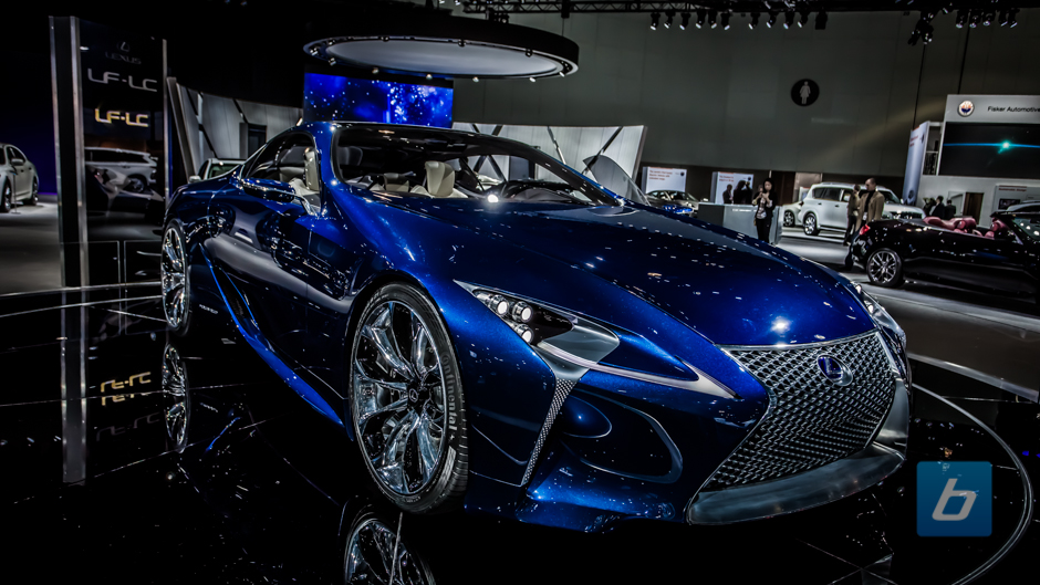 Lexus Flying Car >> Lexus Gives Santa A New Ride The Flying Lf Lc Electric Car