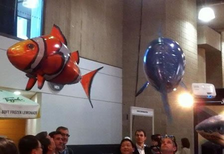 Air swimmer remote controlled helium fish swims in air for Remote control flying fish