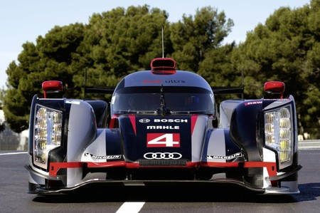 Audi packs R18 LeMans Race cars with AMOLED 3 thumb 450x299