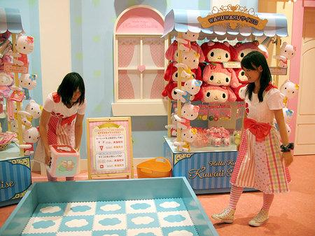 Hello-Kitty-Kawaii-Paradise11.jpg