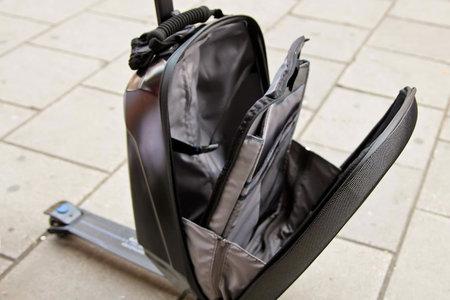 Samsonite-scooter-luggage3.jpg
