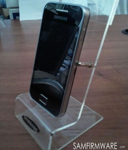 Samsung-GT-S5830-Galaxy-S-Mini-2.jpg