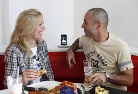 pizza express adds ipod docks 1 thumb 450x308