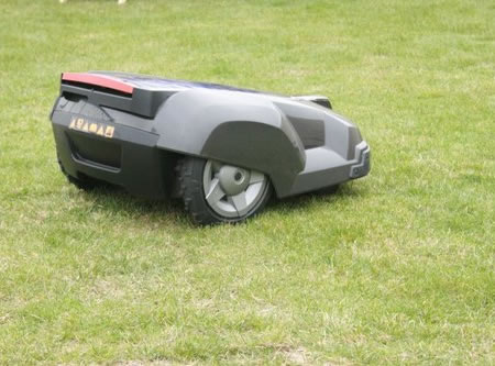 solar-powered_lawnmower_3.jpg