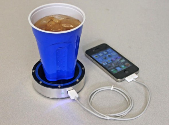 one puck1 590x434 Epiphany One Puck charges phones with chilled beer or hot coffee