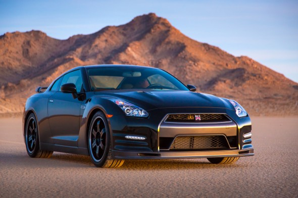 2014-nissan-gt-r-track-edition-1