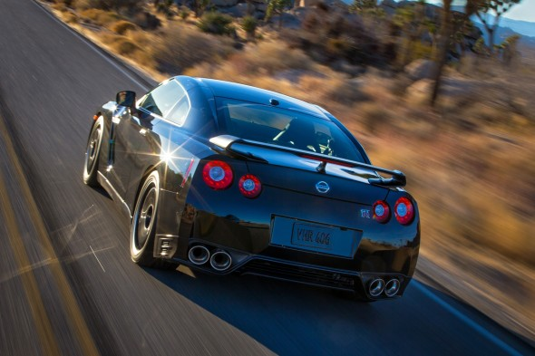 2014-nissan-gt-r-track-edition-43