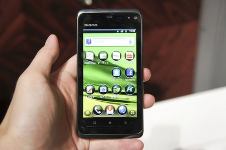 Kyocera_Android_smartphone_DIGNO _ISW11K_2.jpg