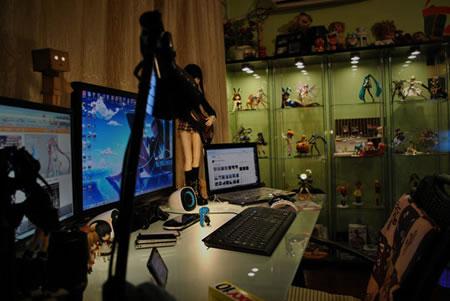 Anime-Themed-Workstation-4.jpg