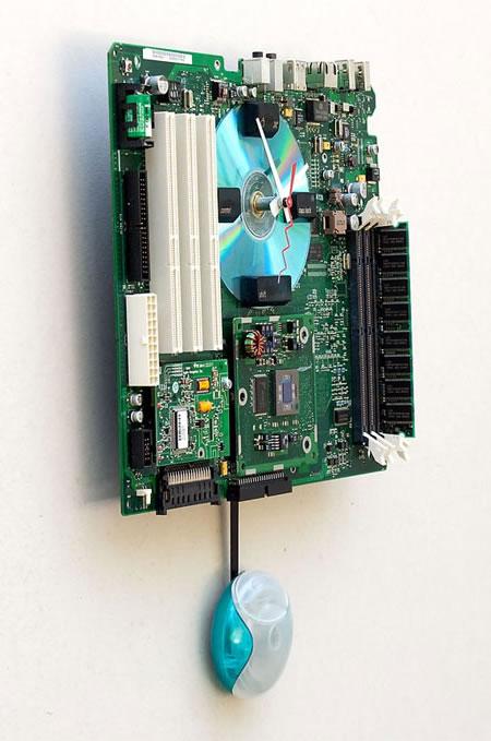 Apple-G3-Recycled-Motherboard-Clock_2.jpg