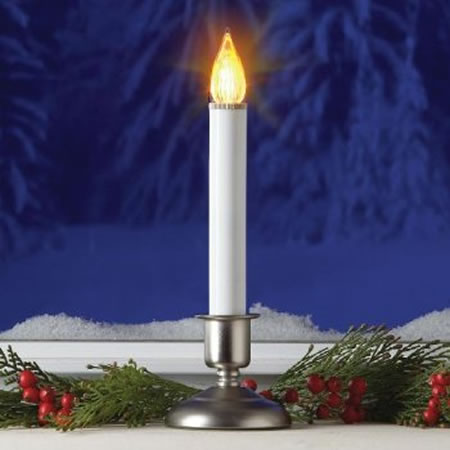 Electric Christmas Candles.Christmas Tree Candles Go Cordless