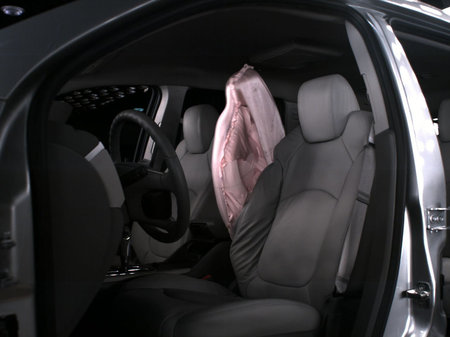 GM-first-front-center-airbag-2.jpg