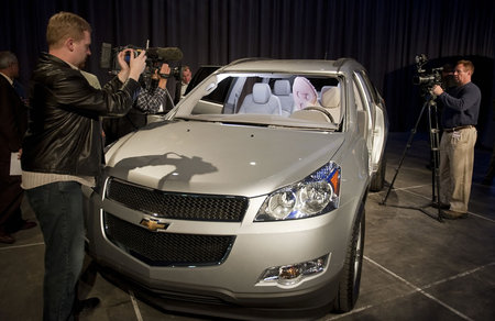 GM-first-front-center-airbag-6.jpg