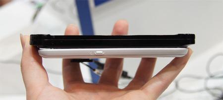 KDDI-new-style-smart-phone2.jpg
