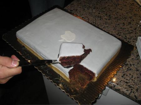 macbook-pro-cake_3.jpg