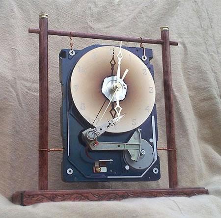 recycled-hard-drive-clock_2.jpg