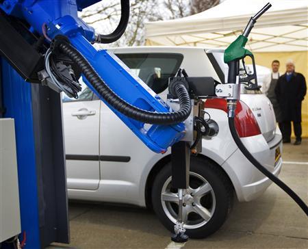 robot_to_fill_car_gas_3.jpg