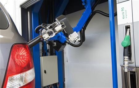 robot_to_fill_car_gas_4.jpg