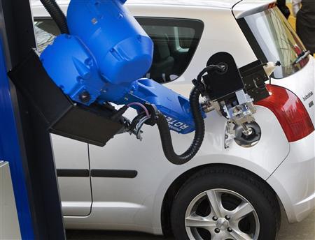 robot_to_fill_car_gas_6.jpg